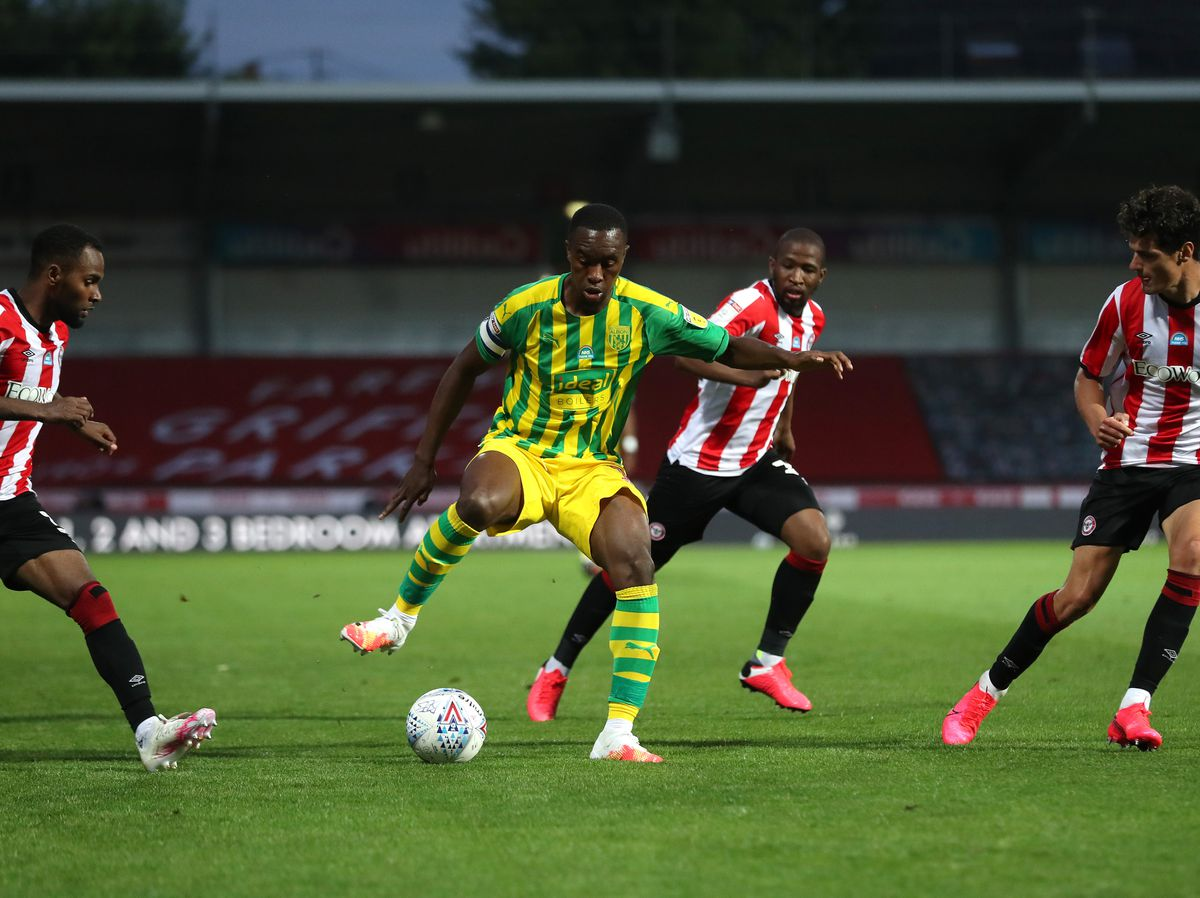 Rekeem Harper of West Bromwich Albion is surrounded by Brentford players. (AMA)