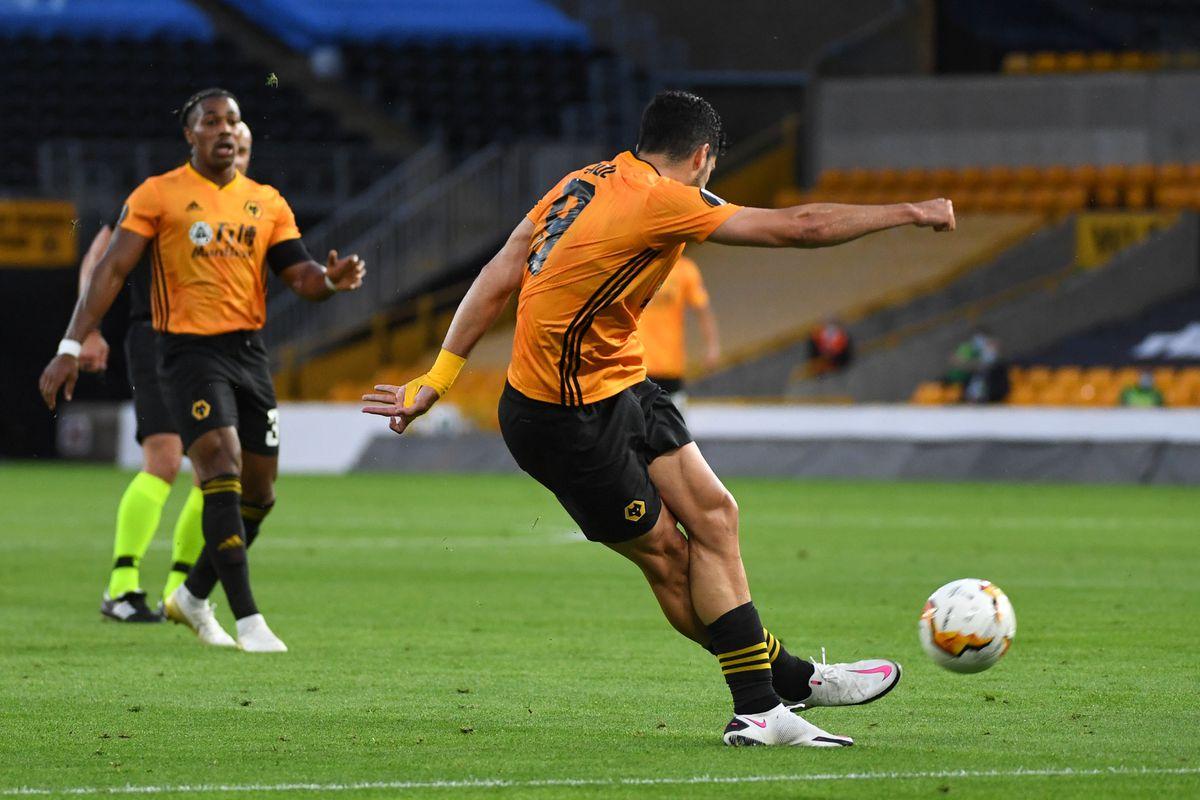 Raul Jimenez of Wolverhampton Wanderers tries a Rabona shot (AMA)