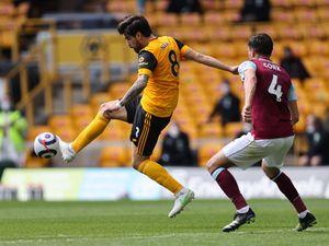 Ruben Neves of Wolverhampton Wanderers and Jack Cork of Burnley. (AMA)