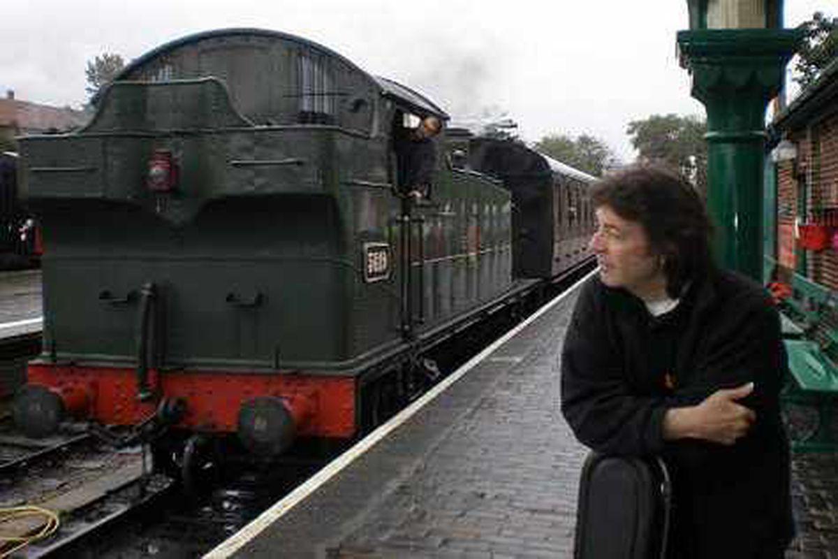 Steve Hackett steaming back to the Robin 2