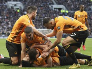 Raul Jimenez of Wolverhampton Wanderers celebrates with his team-mates after scoring a goal to make it 2-3 against Spurs (AMA)