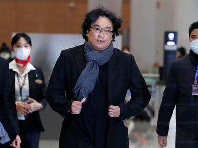 Cheers for Oscar-winning director Bong Joon-ho on his return to Korea