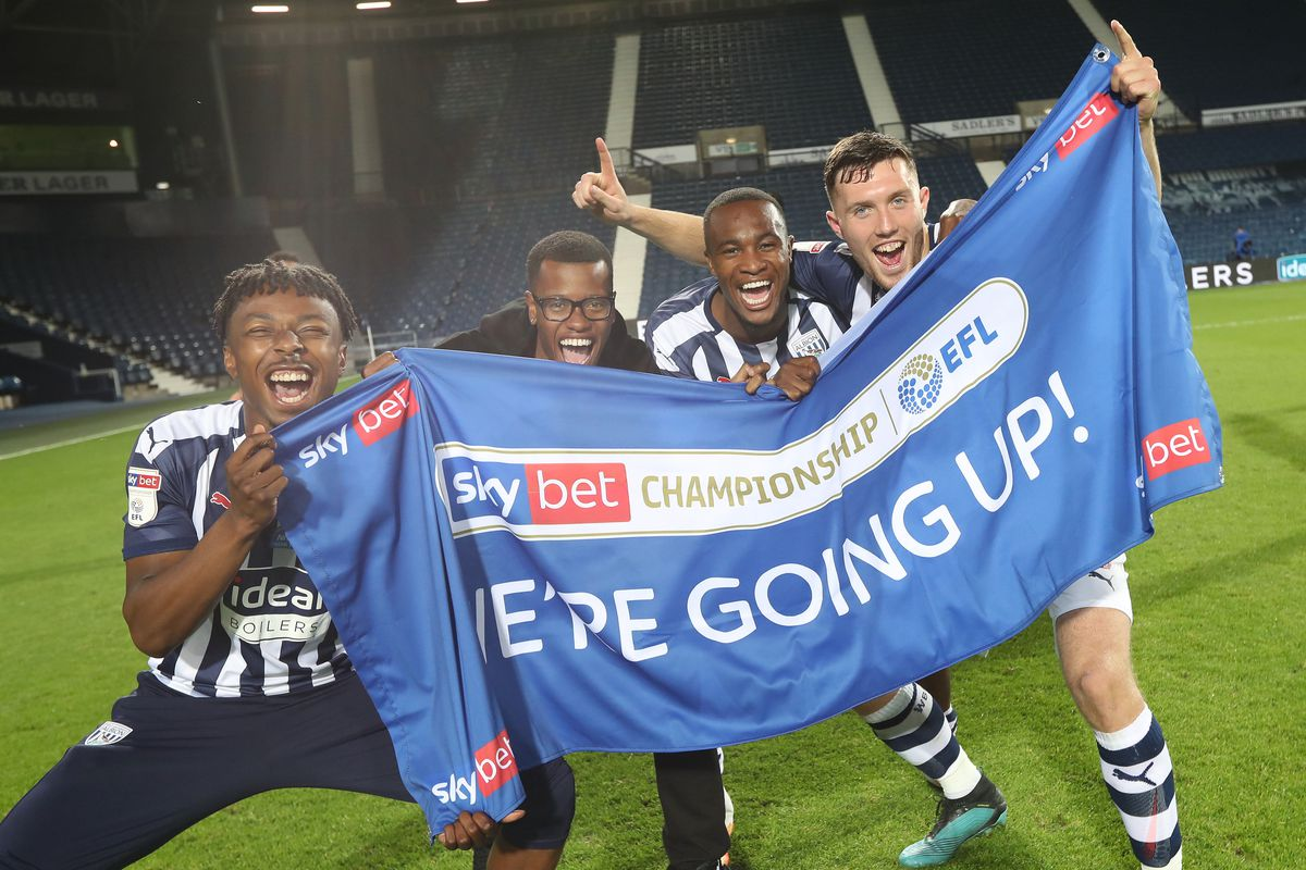 Kyle Edwards of West Bromwich Albion, Rayhaan Tulloch of West Bromwich Albion, Rekeem Harper of West Bromwich Albion and Dara O'Shea of West Bromwich Albion  celebrate promotion to the Premier League on the pitch at the end of the match. (AMA)