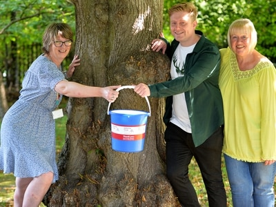 Litter pick raises £250 for hospice