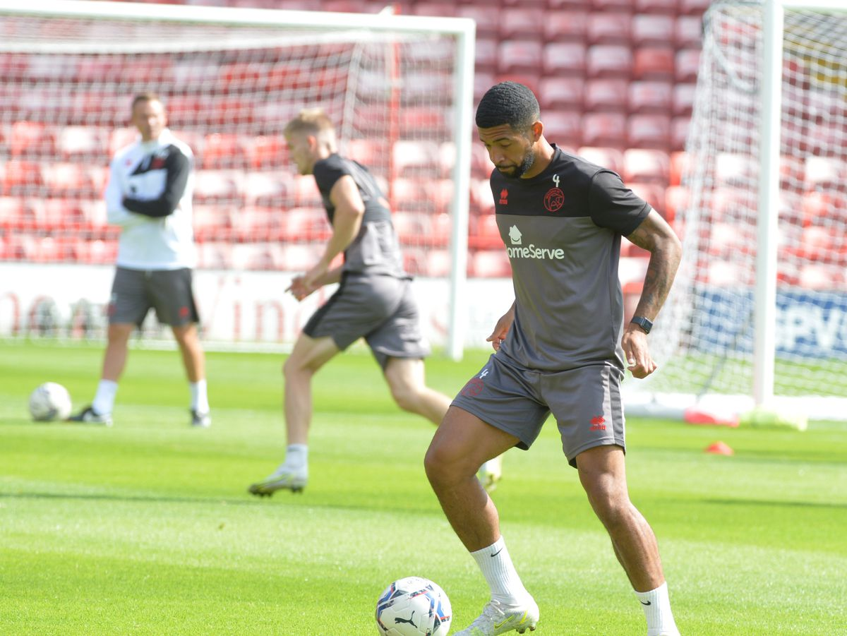 SPORT PIC MNA PIC  DAVID HAMILTON PIC  EXPRESS AND STAR 3/8/21 Open training session at the Banks's Stadium, Walsall..