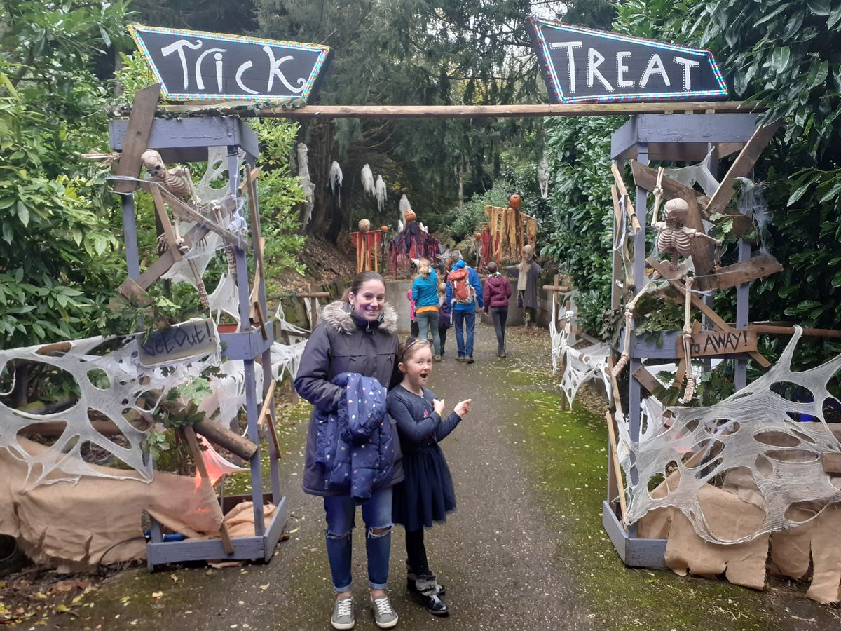 Kelly and Annabelle prepare themselves for a scare at Warwick Castle