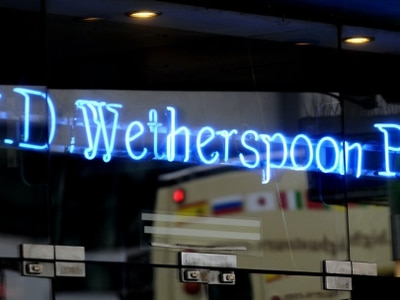 Wetherspoon to cut up to 450 staff at airport pubs