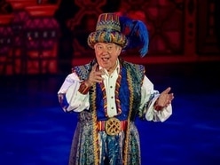 Panto royalty Jimmy Tarbuck helps celebrate Wolverhampton Grand's 125th anniversary - with pictures