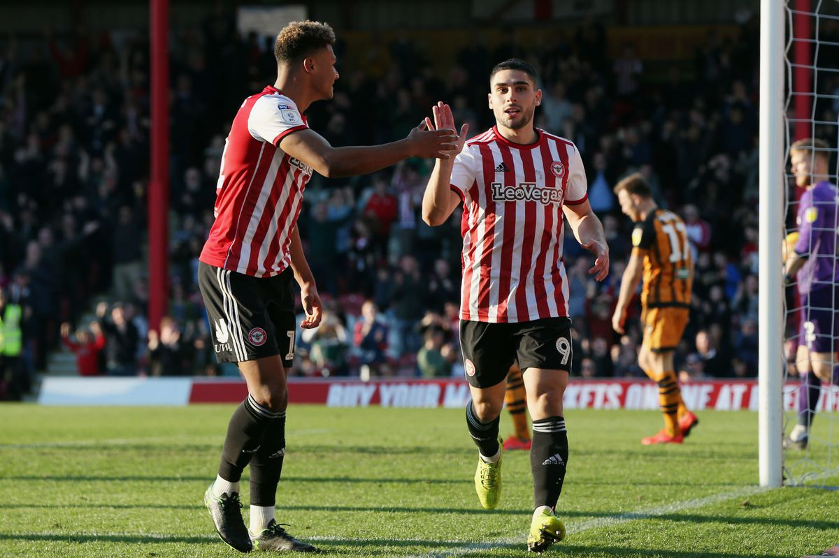Neal Maupay, (right).