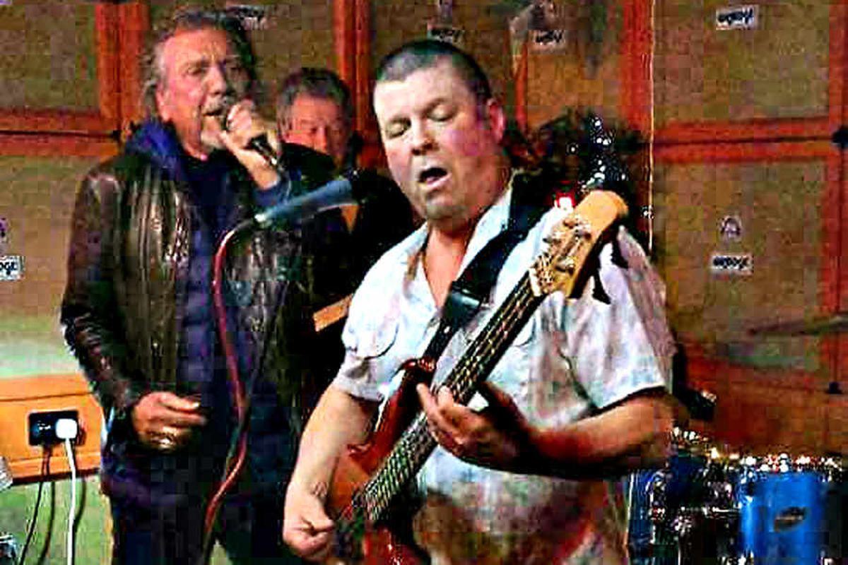 Robert Plant joins band on stage at Stourport pub