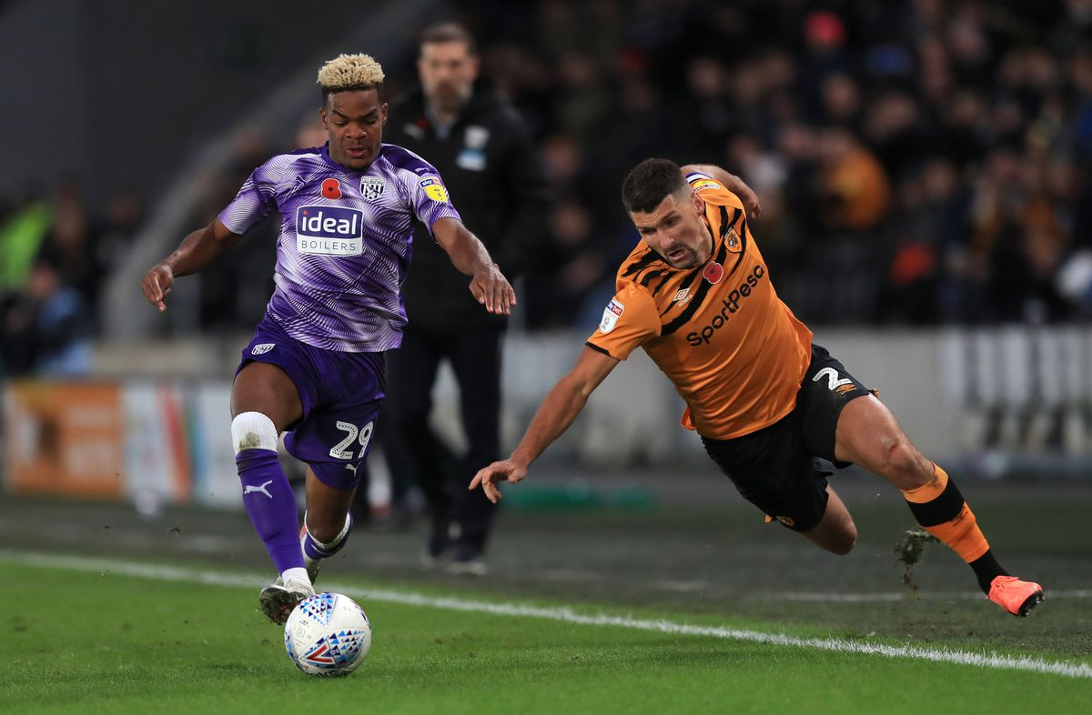 West Bromwich Albion's Grady Diangana (left) and Hull City's Eric Lichaj