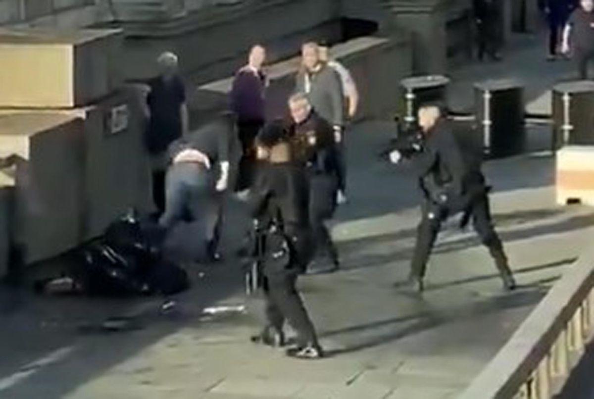 Bystanders and police surrounding Usman Khan on London Bridge. Credit: @HLOBlog/Twitter/PA Wire
