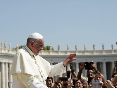 Pope laments abuse in first Vatican appearance since Ireland trip