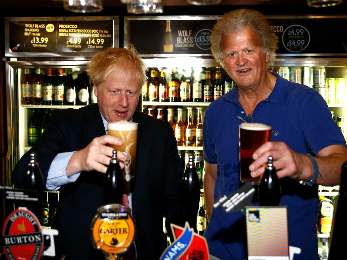 Boris Johnson and Tim Martin behind the bar at a Wetherspoon pub