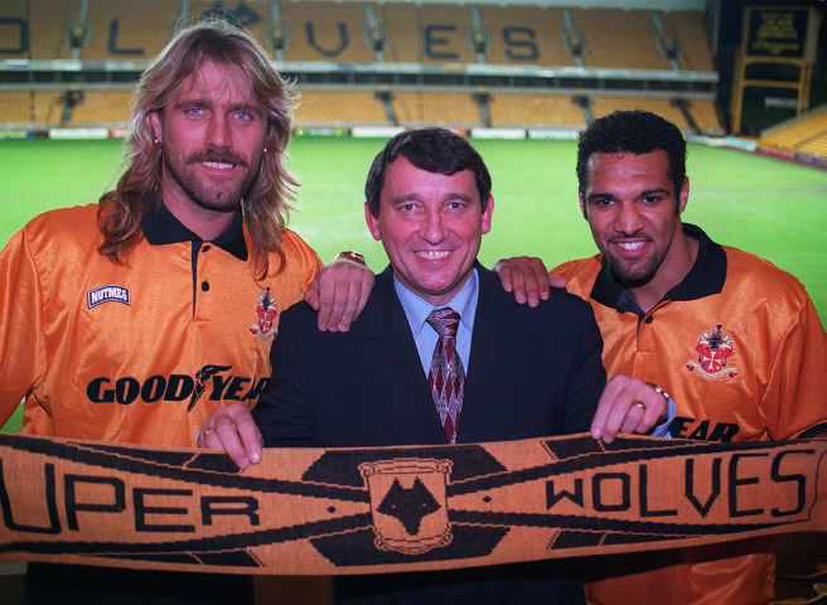 Graham Taylor with John De Wolf and Don Goodman after the pair signed for Wolves in 1994