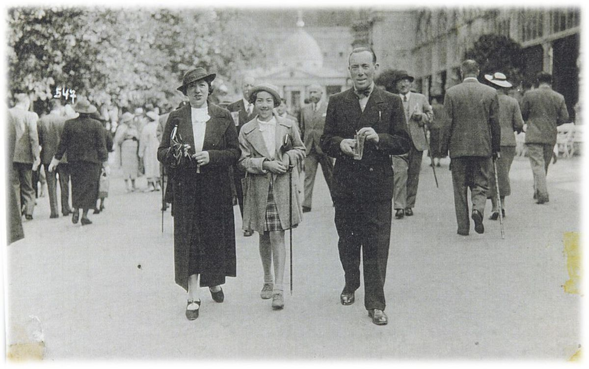 Daisy and her parents before the war. [credit Yad Vashem Archives]