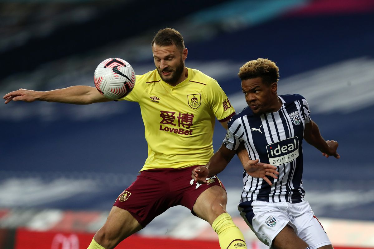Erik Pieters of Burnley and Grady Diangana of West Bromwich Albion. (AMA)