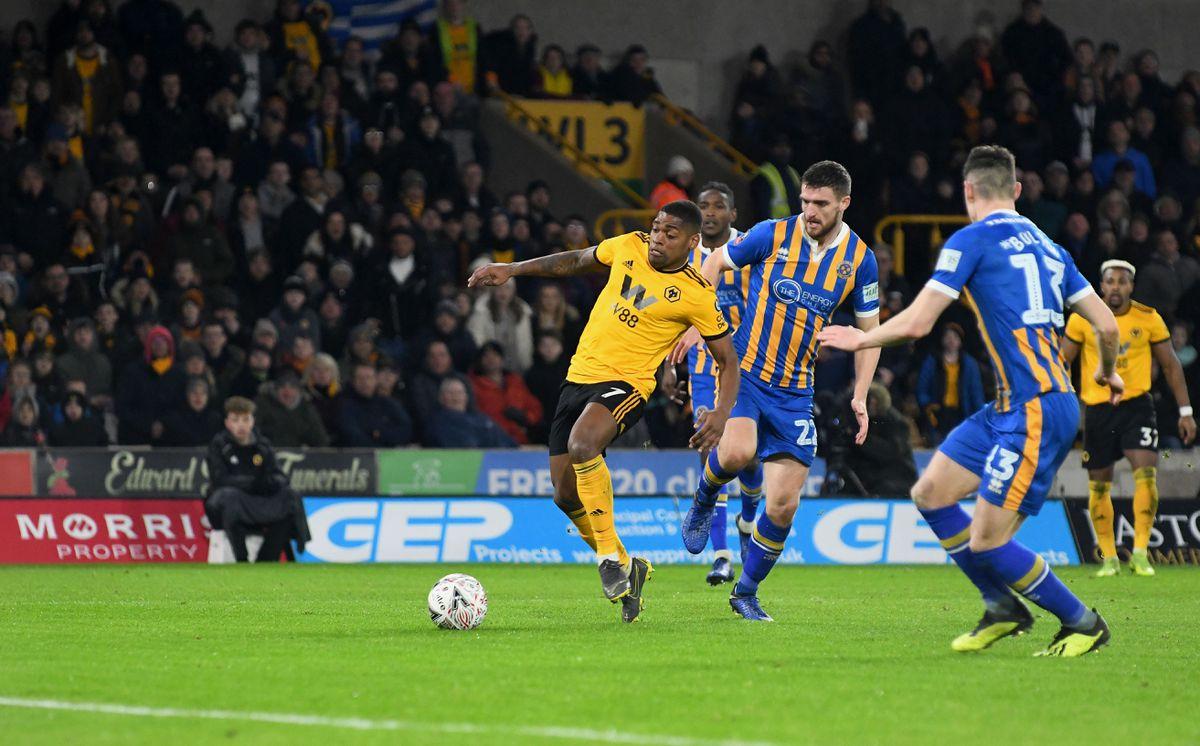 Ivan Cavaleiro of Wolverhampton Wanderers scores a goal to make it 3-2 (AMA)