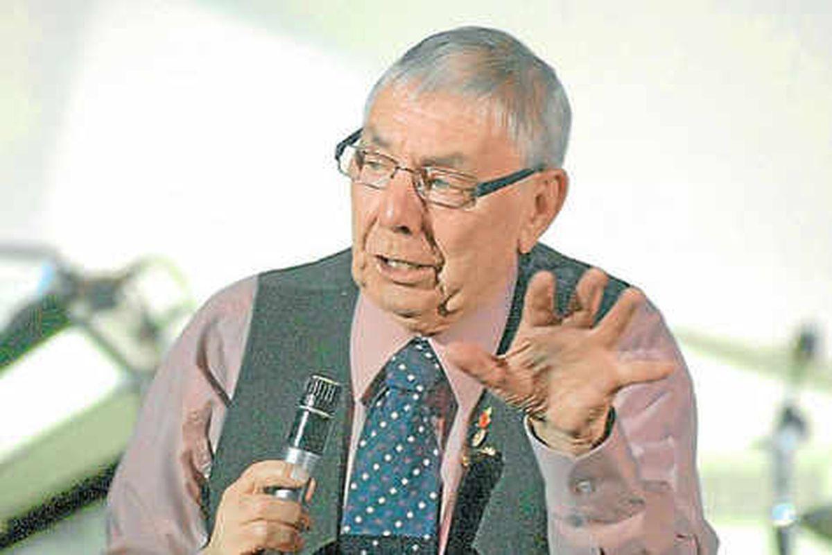Comedian Tommy Mundon retiring at 78