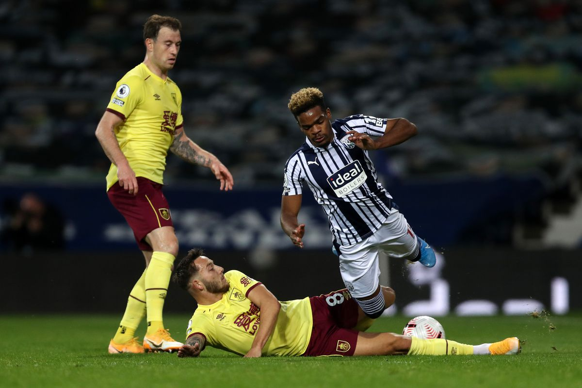 Josh Brownhill of Burnley and Grady Diangana of West Bromwich Albion. (AMA)