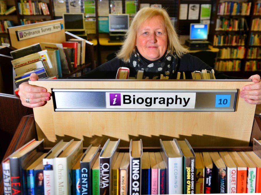 SANDWELL COPYRIGHT EXPRESS AND STAR STEVE LEATH 17/01/2020..Pic in Smethwick at Thimblemill Library for Heather Large feature: Librarian: Julie McKirdy..