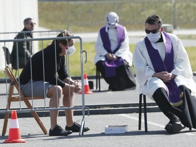 Christians mark Good Friday in isolation