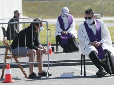 Christians mark Good Friday in isolation