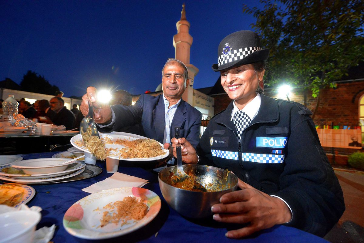 Police Officer: Rani Gundhu shares food with Mosque President: Mohammed Yaseen Khan