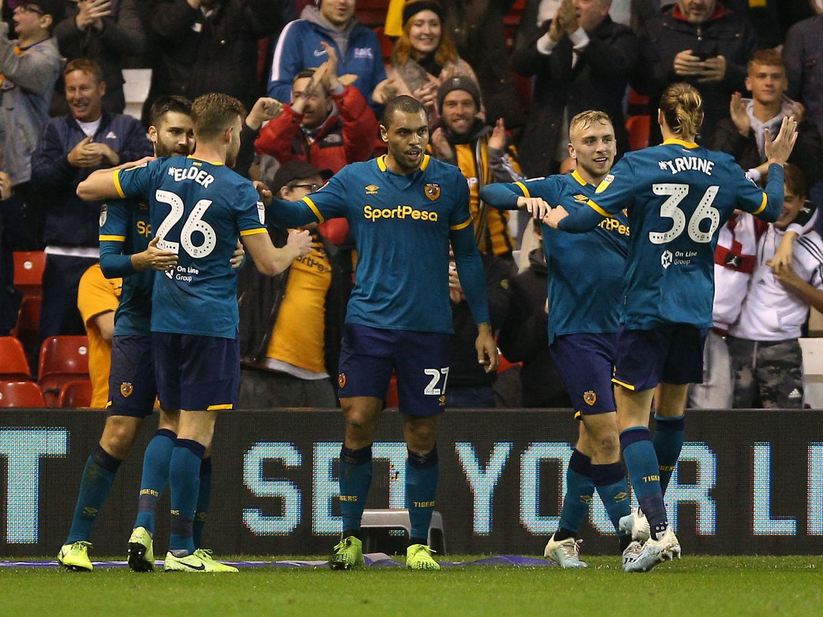 Hull City's Josh Magennis (centre) celebrates