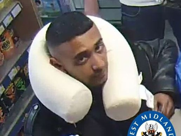 Thief sought by police after stealing bank cards