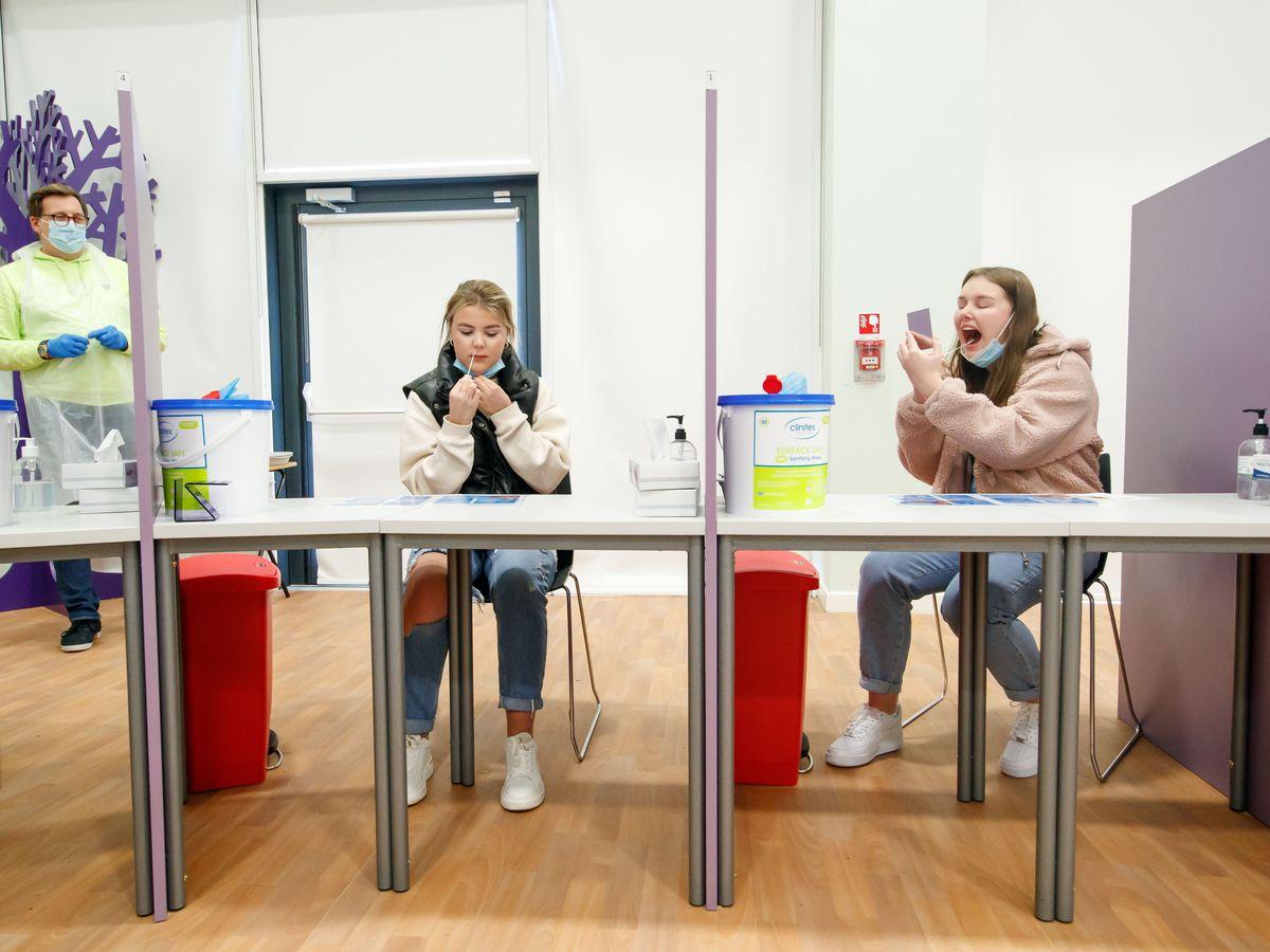 Coronavirus tests in school
