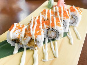 Sushi roll with spicy mayo