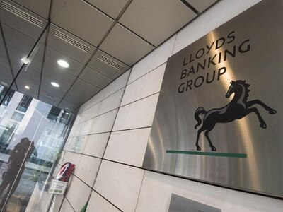 Lloyds accused of betrayal as 1,000 jobs to be outsourced to Dutch company