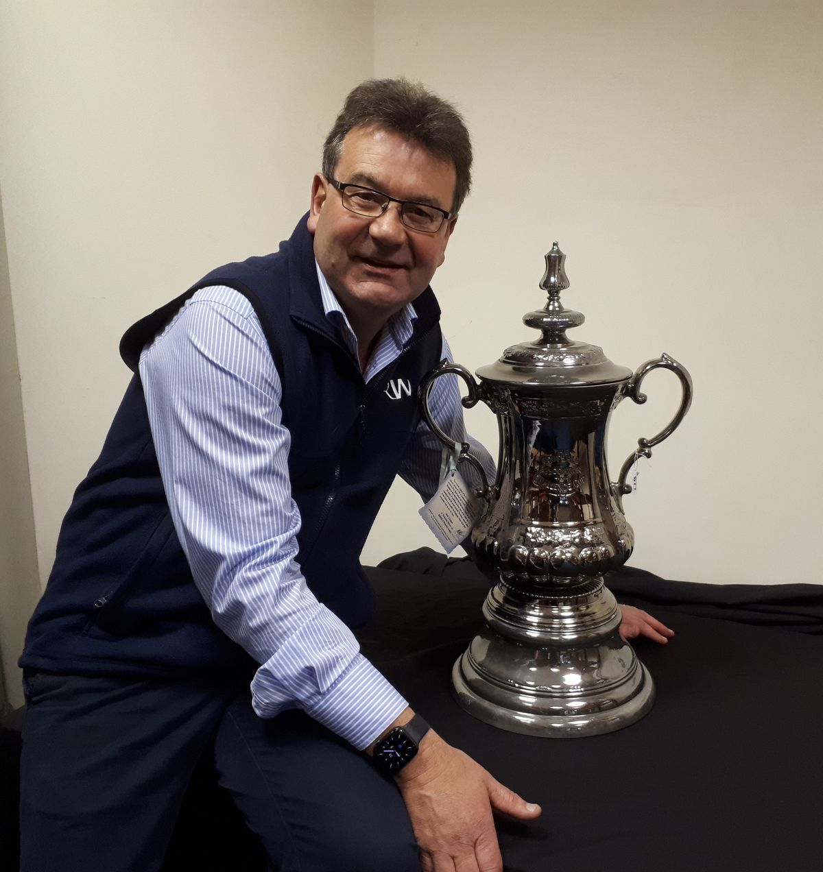 Auctioneer Richard Winterton with the FA Cup replica