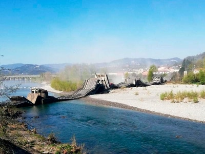 Huge bridge collapses in Italy