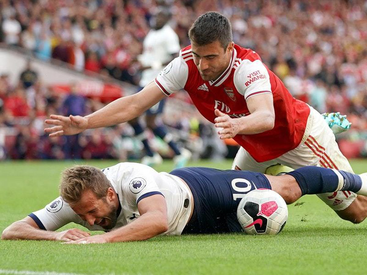 Kane Denies Diving To Try And Win Penalty Against Arsenal Express Star