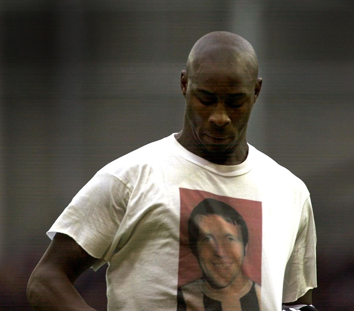 Albion striker Jason Roberts honours Jeff Astle by unveiling a shirt on the day following his death as West Brom played Walsall