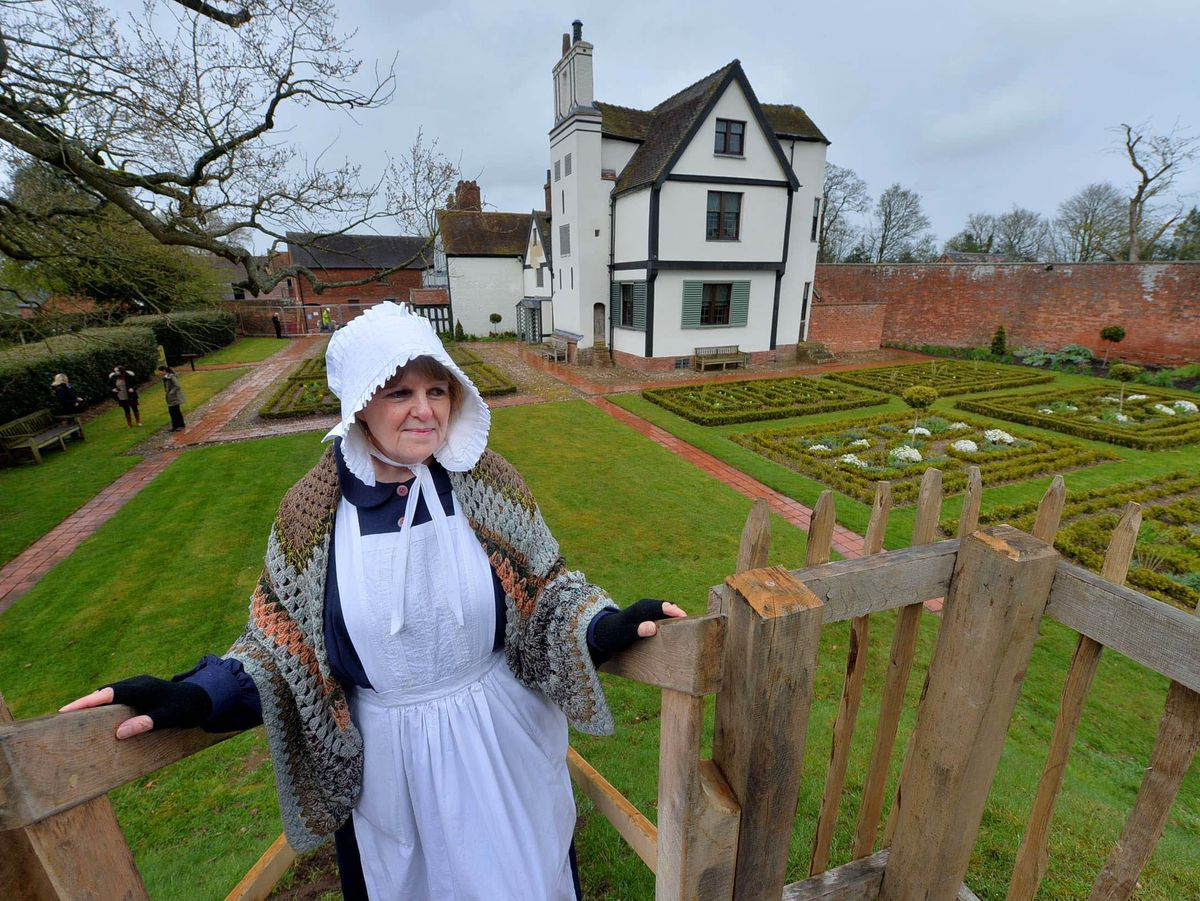 Storyteller Sharon King at the historic Boscobel House and gardens