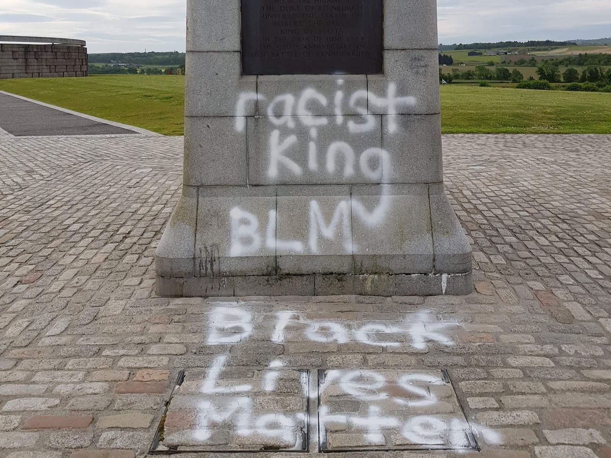 Statue graffiti