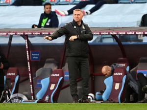 """Aston Villa manager Dean Smith gestures on the touchline during the Premier League match at Villa Park, Birmingham. Picture date: Sunday April 25, 2021. PA Photo. See PA story SOCCER Villa. Photo credit should read: Shaun Botterill/PA Wire.   RESTRICTIONS: EDITORIAL USE ONLY No use with  unauthorised audio, video, data, fixture lists, club/league logos or """"live"""" services. Online in-match use limited to 120 images, no video emulation. No use in betting, games or single club/league/player publications."""