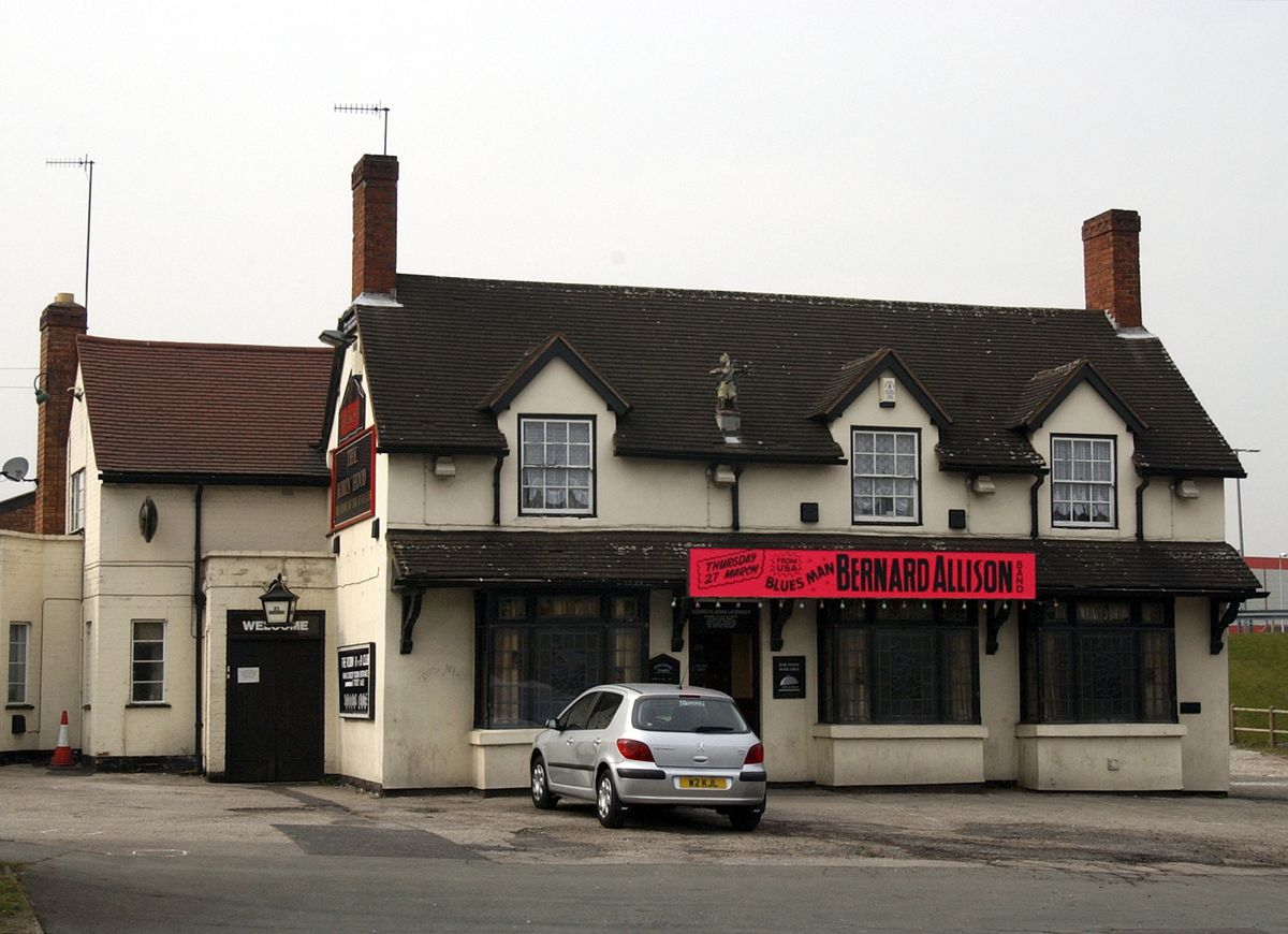 The Robin R'n'B club was based at the Robin Hood pub, off Pedmore Road, in Brierley Hill, complete with the well-known Robin Hood statue on the top