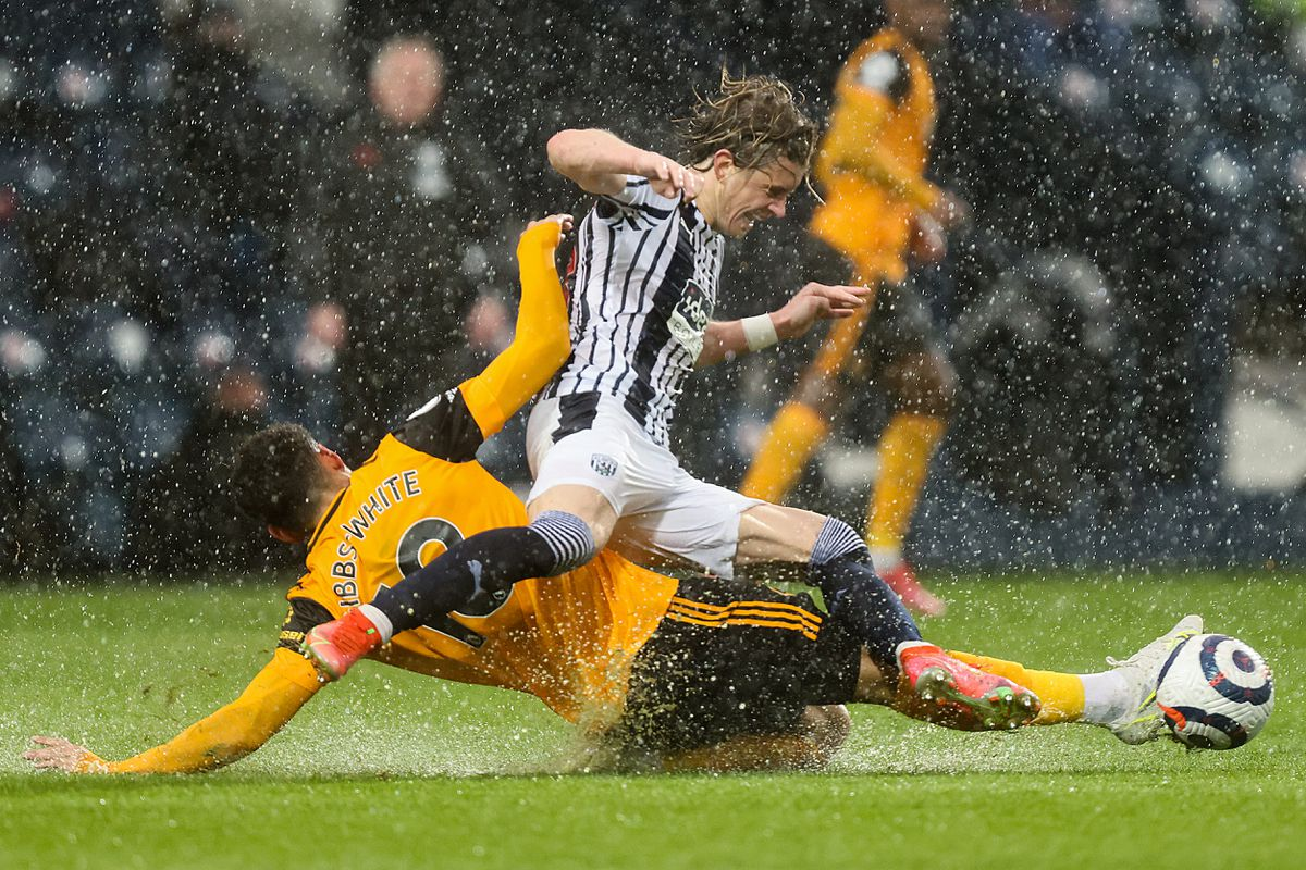 Morgan Gibbs-White of Wolverhampton Wanderers and Conor Gallagher of West Bromwich Albion. (AMA)