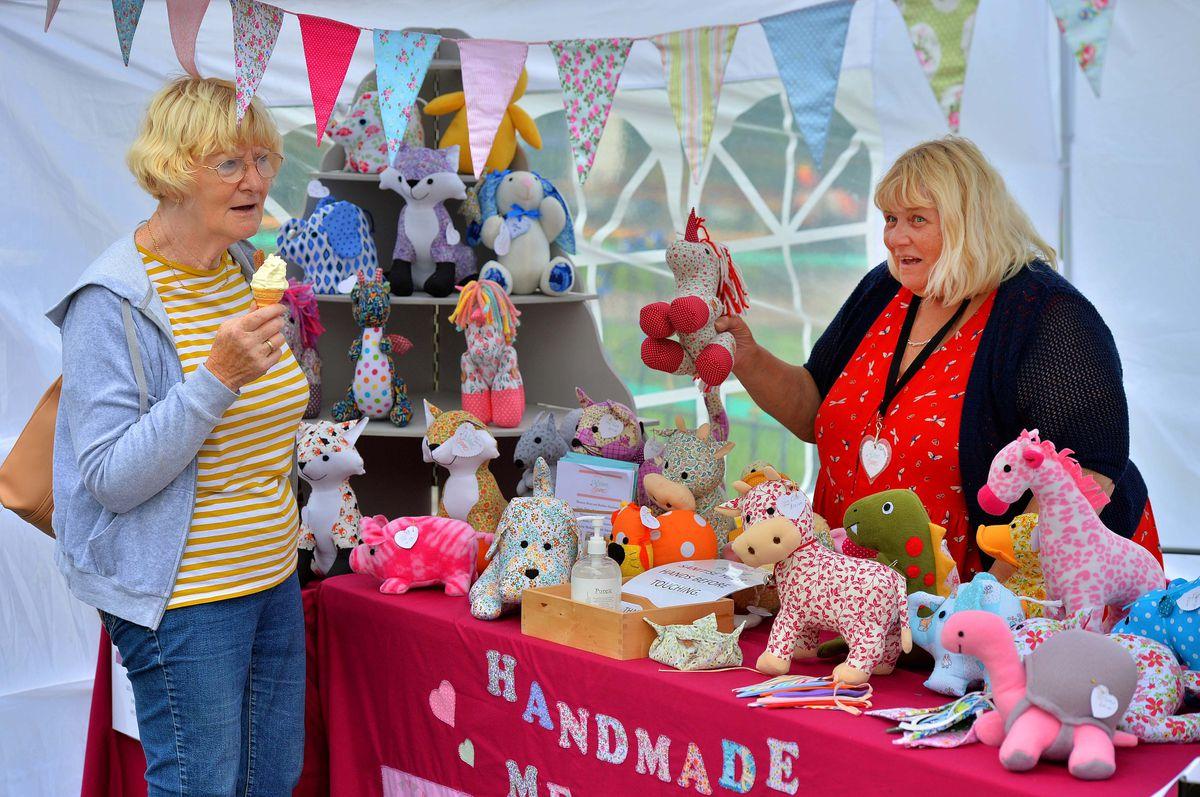 Karen Cooper with Sue Cartwright at the Handmade Memories stall