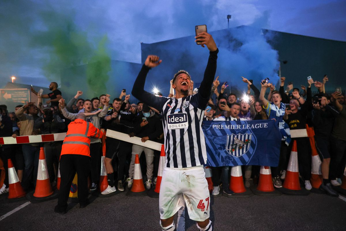 Callum Robinson of West Bromwich Albion celebrates with the fans. Photo: AMA