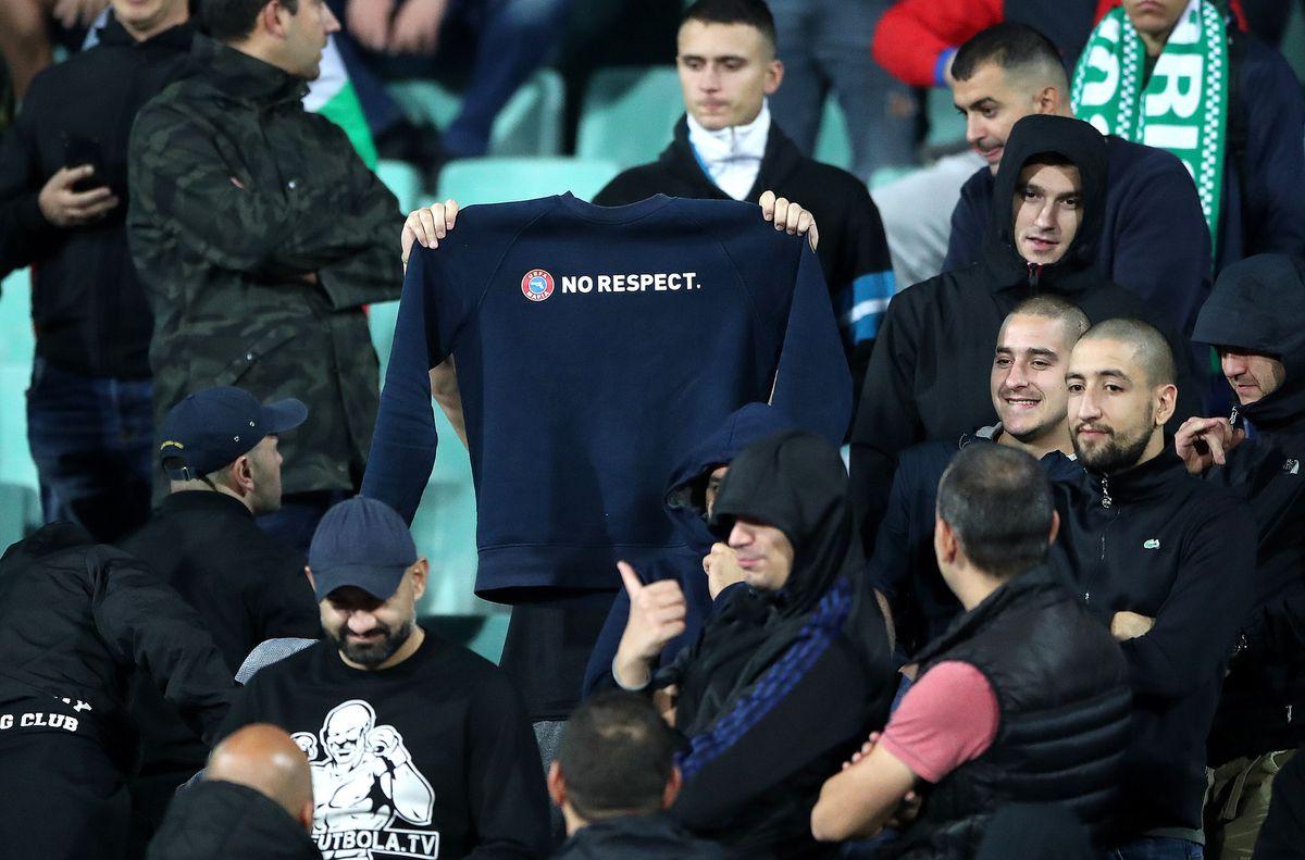 No respect – Bulgaria fans mock anti-racism campaign