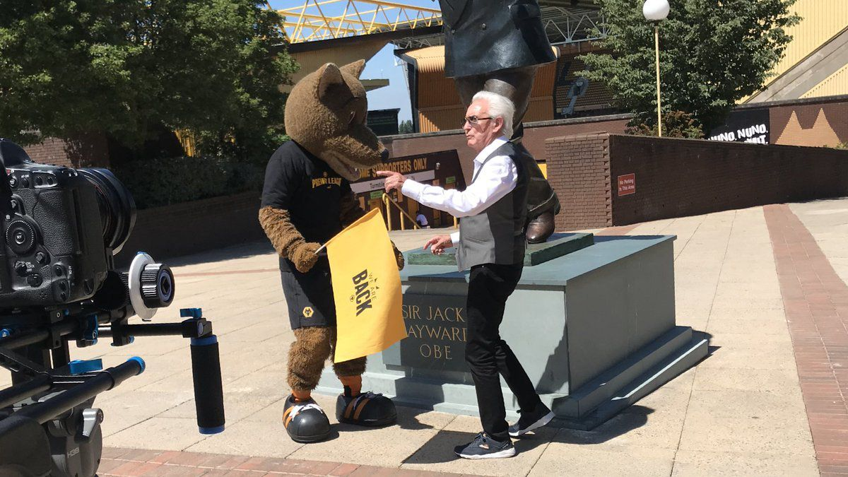 The Amarillo singer is flagged down by Wolfie outside Molineux during his journey