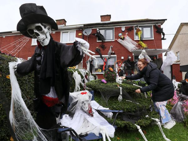 Joanne Whelan at her home on Thornville Road in Dublin, which she has decorated for Halloween