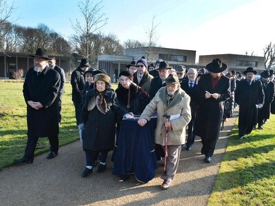 Holocaust victims laid to rest in UK synagogue ceremony