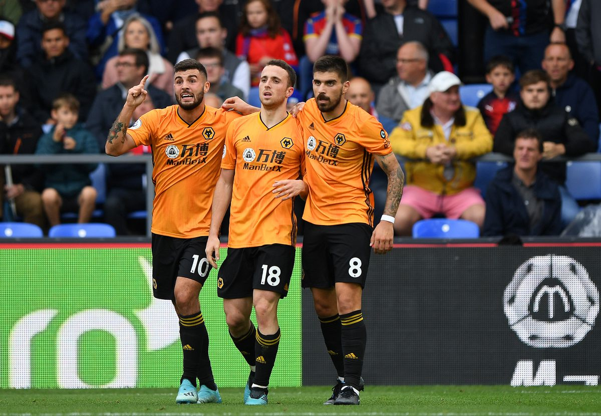 Diogo Jota of Wolverhampton Wanderers celebrates after scoring a goal to make it 1-1 with Patrick Cutrone of Wolverhampton Wanderers and Ruben Neves of Wolverhampton Wanderers (AMA)