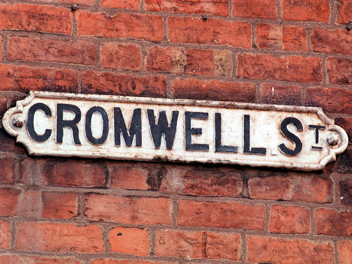 The Cromwell Street sign